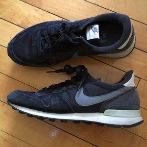 Nike black internationalist size 8.5